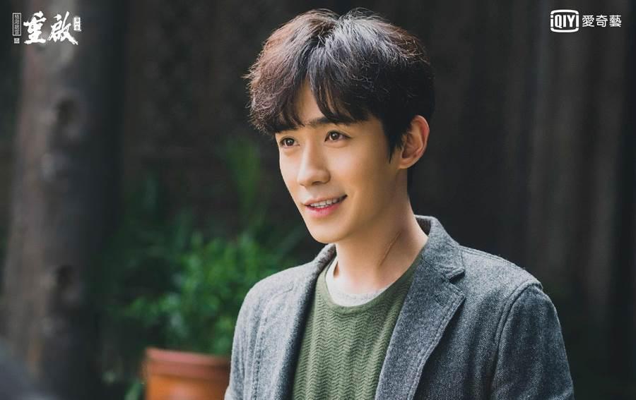朱一龍飾演吳邪,從流浪漢變帥哥。(愛奇藝台灣站提供)
