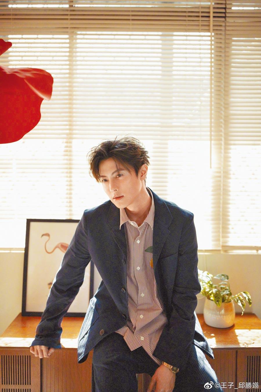 影視歌多棲的邱勝翊(王子)昨宣布正式加盟喜鵲娛樂。(摘自微博)