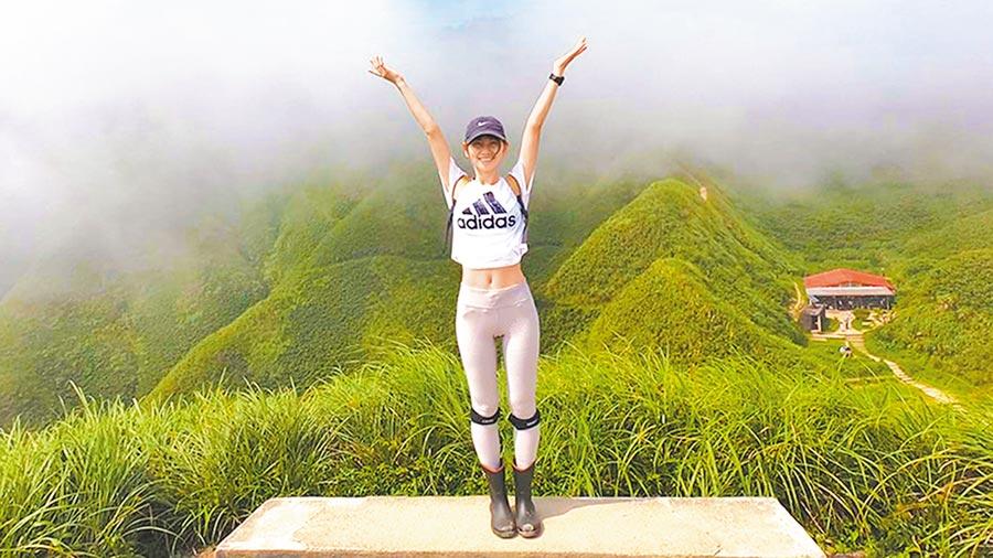 永慶房屋員工林依桔熱愛戶外活動,這次參與競賽也同時實現爬宜蘭抹茶山願望。(永慶提供)
