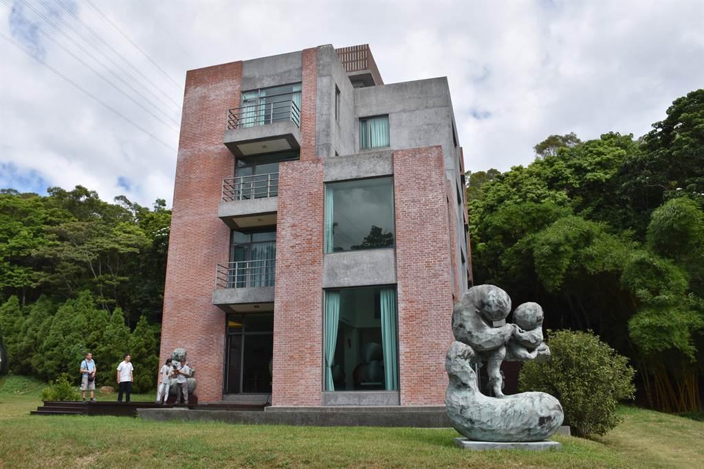 副總統賴清德17日早上參訪三義木雕大師康木祥藝術園區。(謝明俊攝)