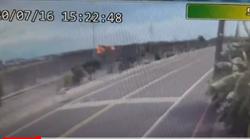 直擊0H-58D直升機墜落瞬間!爆炸起火濃煙直竄影像駭人