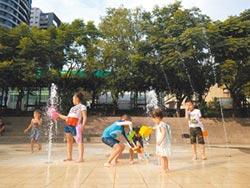 林口文化廣場 噴水池親子戲水