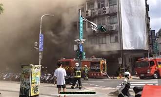 西門町峨眉街大樓火警  濃煙彌漫整街畫面驚悚