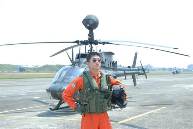 少校教官簡專任飛行時數超過1110小時,16日擔任編號616的OH-58D戰搜直升機正駕駛,為保護國民殉職。(軍方提供)