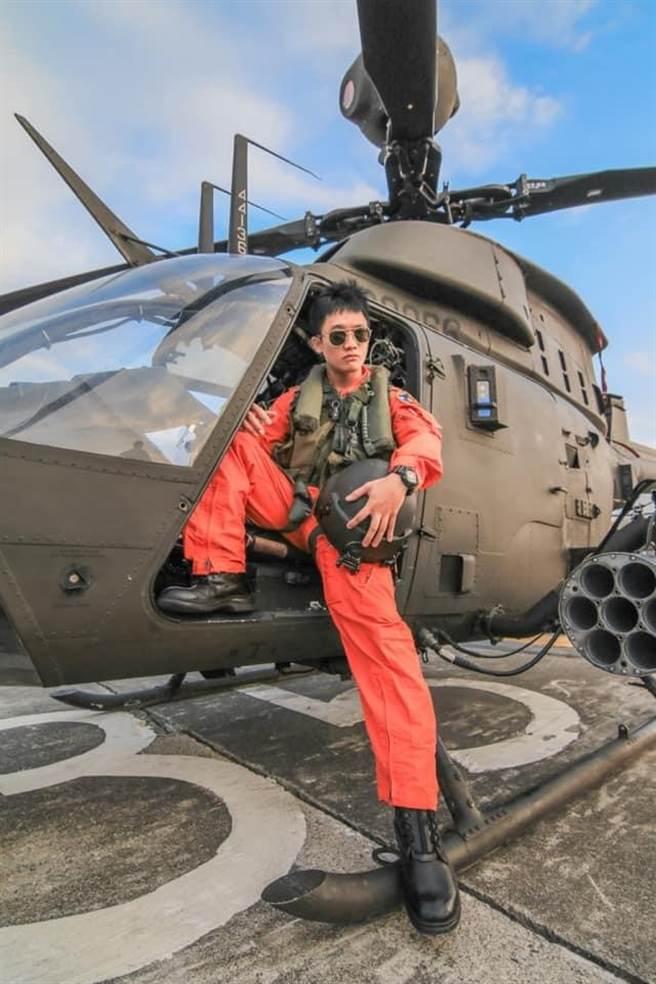 上尉高嘉隆飛行時數250小時,16日擔任編號616的OH-58D戰搜直升機副駕駛,為保護國民殉職。(軍方提供)