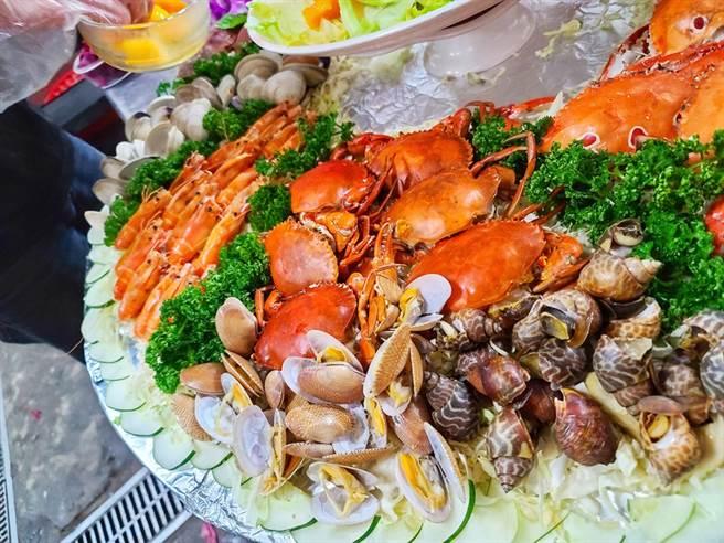 3名女網友去澎湖吃海鮮沒想到4道料理要價8320元。(圖U米提供,未經授權請勿擅自取用/示意圖非當事店家)