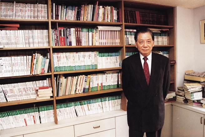 九歌出版社創辦人蔡文甫為了邀請作家出書,鍥而不捨,讓許多作家被他的誠意打動。(九歌出版社提供)