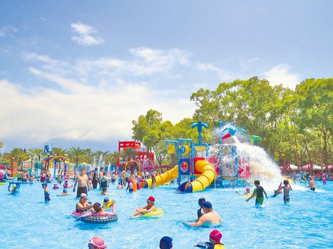 花蓮知卡宣水上樂園每年暑假免費開放親子玩水消暑。(花蓮縣府提供/王志偉花蓮傳真)