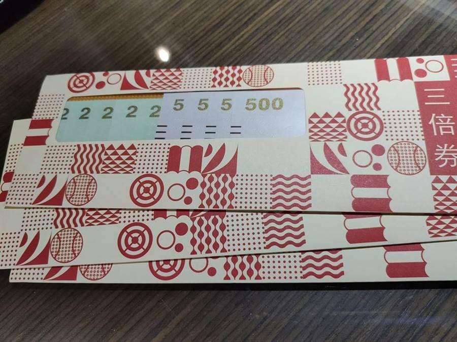 一位民眾觀察到去超商領三倍券的現象,整理出「4種」奧克行徑,引發熱議。(摘自爆怨公社)