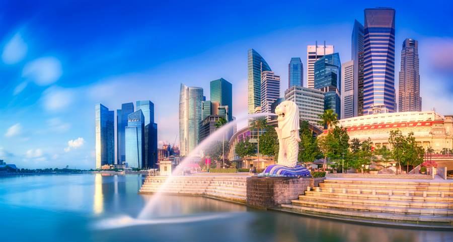 自北京推出香港國安法後,外界擔憂外資轉移至新加坡,不過星國央行、金融管理局局長孟文能表示,目前仍未見到有「大量」來自香港資金移入。(示意圖/達志影像)