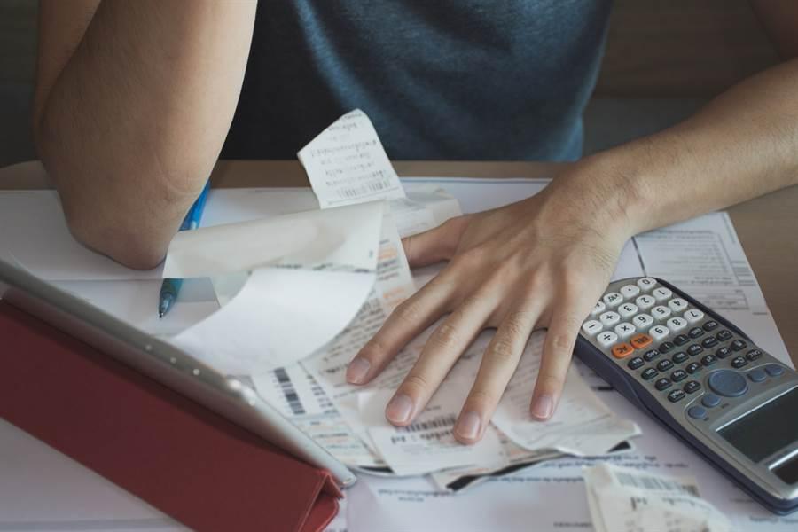 六月電費飆破3000元,男被房東嫌用電太多,因此1度電從5元漲到6.5元。(示意圖/Shutterstock)