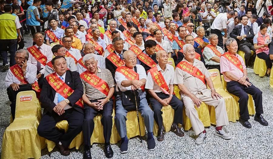 台南市政府將於8月1日在國立台南生活美學館演藝廳舉辦「父愛綻放幸福EVERY DAD」父親節感恩表揚活動。圖為去年表揚活動畫面。(社會局提供/洪榮志台南傳真)