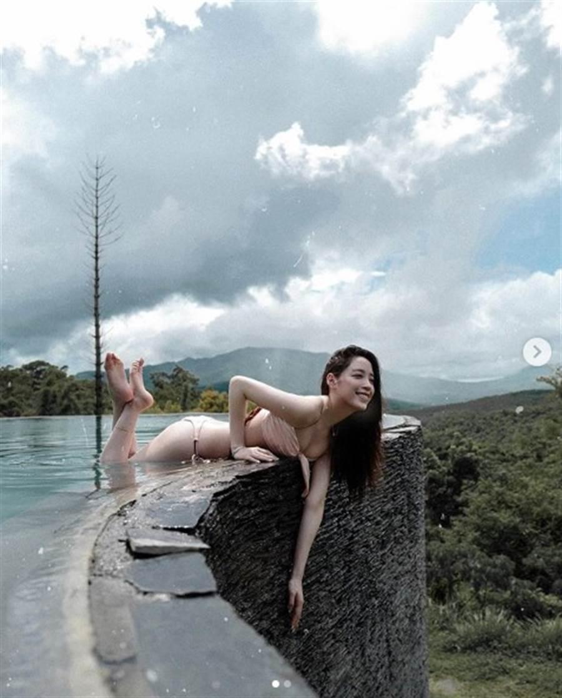 歐陽妮妮的拍照POSE讓不少網友直呼危險。(圖/IG@ niniouyang)