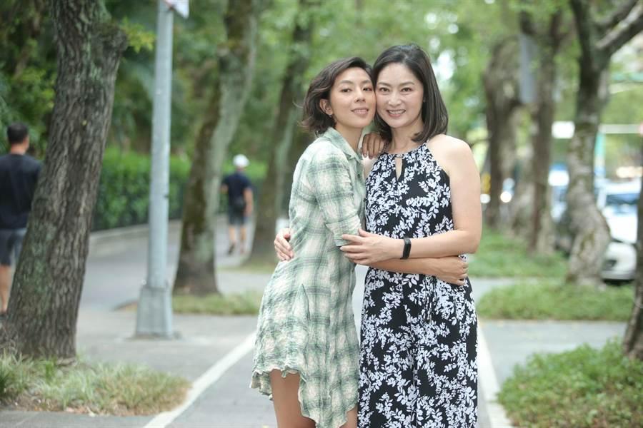 林辰唏(左)日前歷經喪母之痛,劉瑞琪(右)特地赴花蓮陪伴她。(粘耿豪攝)