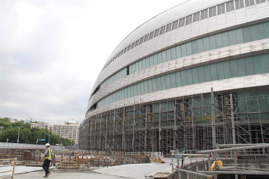 停工5年的台北大巨蛋今天獲北市府同意核發建照,遠雄集團預計最快可望8月底復工。(譚宇哲攝)