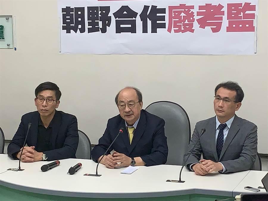 民進黨團總召柯建銘表示,希望同意權之亂到此為止,接下來朝野合作推動修憲廢考監。(林縉明攝)