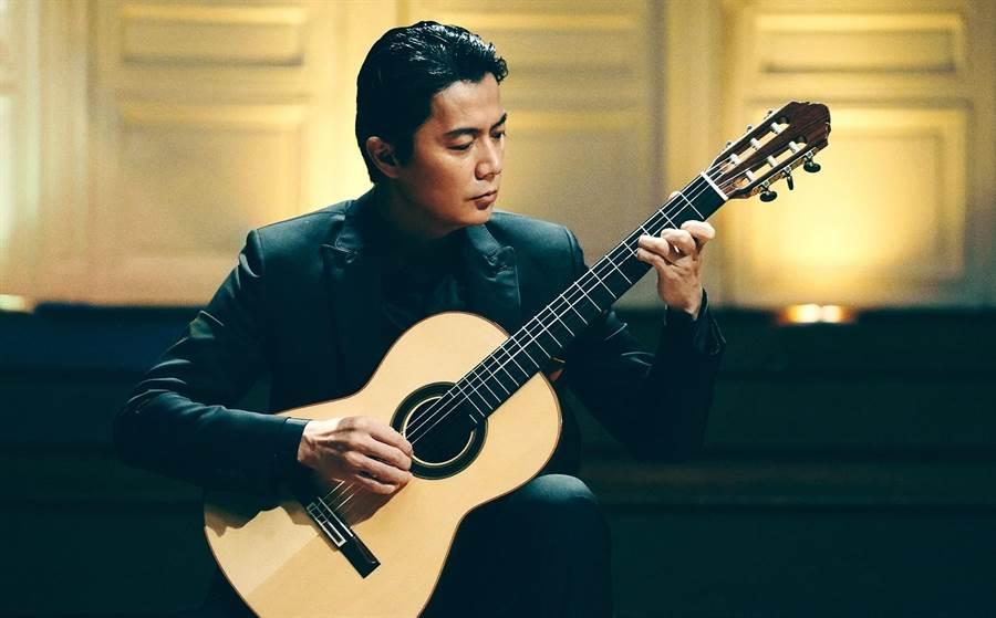日本男神福山雅治第一次挑战古典吉他。(传影提供)