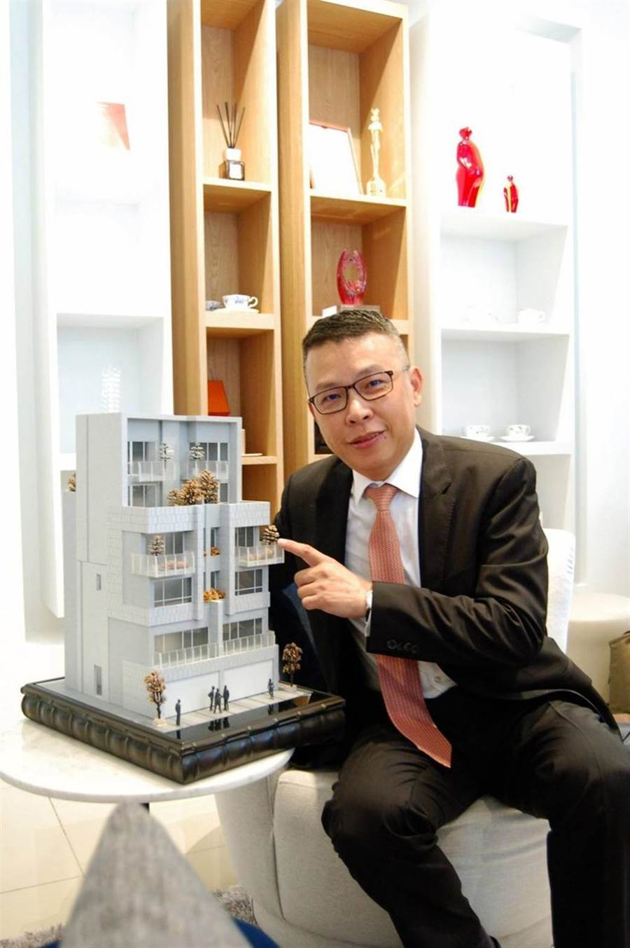 (曾晨珀表示,「精晨臻城」戶戶擁有大露台、庭院、雙景觀陽台,是有宜居概念的電梯豪墅。圖/曾麗芳)