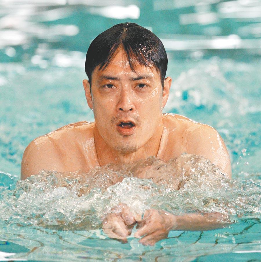 蔡心嚴表示,要學泳池和海邊救生能力,建議從蛙式學起;圖為他在選手時期游蛙式的英姿。(本報資料照片)
