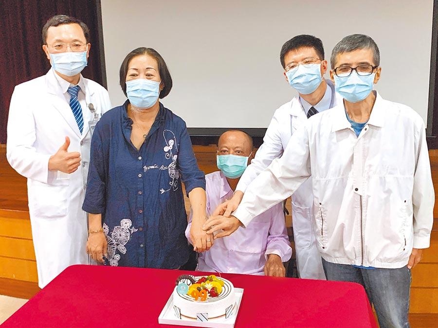高醫完成3例不同血型的活體肝臟移植手術,16日受贈者分享換肝新人生。(柯宗緯攝)