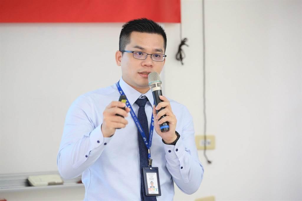 研考會主委吳皇昇指出,未來預計於市府官網成立青諮會專區,將會議記錄及相關資訊公開在網路平台上。(盧金足攝)