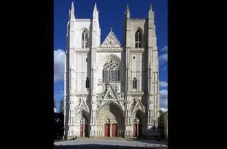 法國南特大教堂火災 近400年歷史管風琴被毀