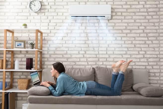 開冷氣就要「關緊門窗」?環保局:NG行為恐致命。(示意圖/Shutterstock)