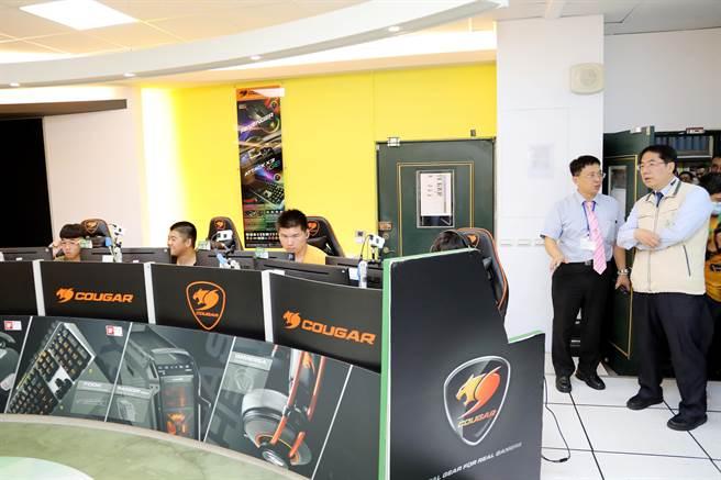 台南市警局青春專案今年首度在遠東科大舉辦少年英雄電競爭霸賽,吸引250名青少年報名參加。(台南市政府警察局提供/莊曜聰台南傳真)