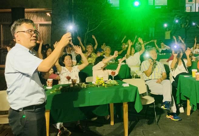日月潭青年活動中心總幹事柯經一,籌辦音樂節向醫護人員致敬。(廖志晃攝)
