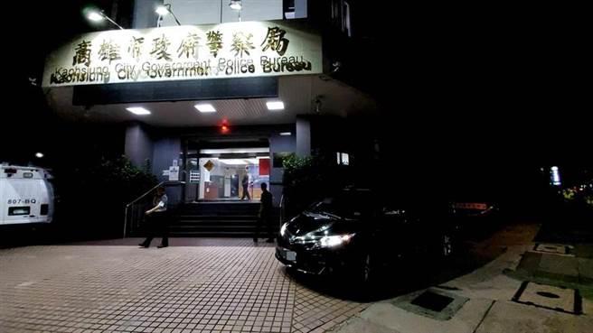 警政署長陳家欽的座車在高市警局前,不慎與機車發生擦撞。(高市警局提供/柯宗緯高雄傳真)
