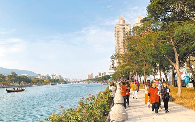 高雄愛河現因都市計畫法列為「園道」用地,商業、建築等受限於法規,無法有太大改變。(柯宗緯攝)