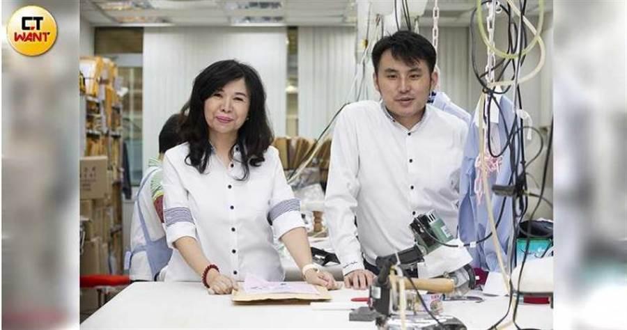 在康翔制服,林愛美是行銷總監,魏震斌是業務總監,母子合作無間。(圖/黃威彬攝)