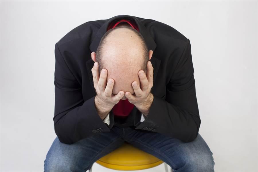 洋蔥、大蒜可治禿頭?皮膚科醫曝真相:小心這病。(示意圖/Shutterstock)