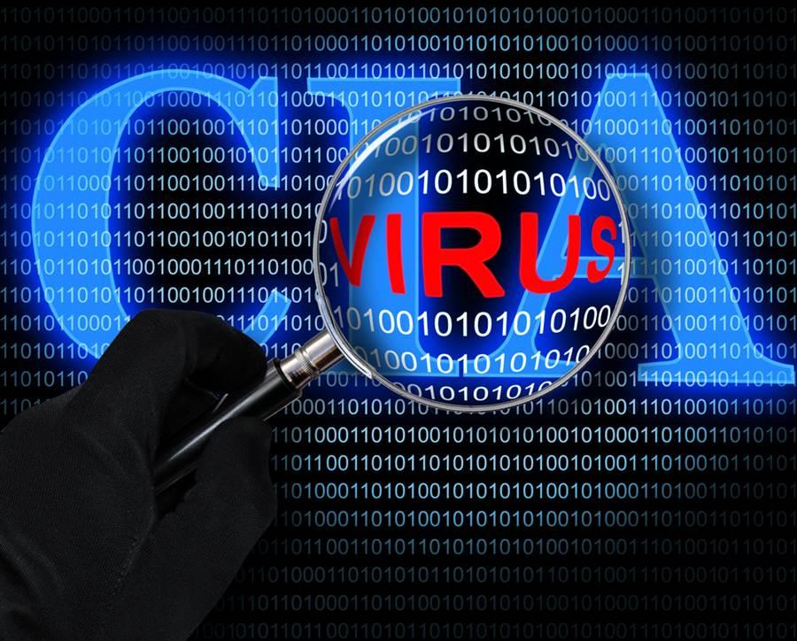 川普早在2018年時早授權中央情報局對大陸、俄羅斯以及北韓等美國敵手進行隱蔽網路攻擊,並解除先前政府對此任務的相關限制,賦予CIA更大權力執行網攻。(示意圖/達志影像)