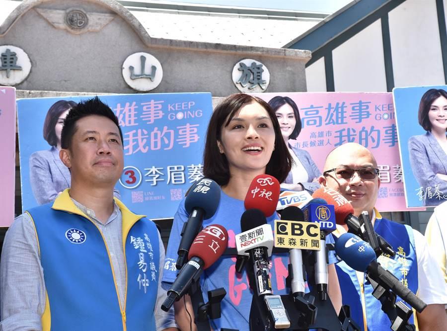 國民黨高雄市長補選參選人李眉蓁(中)18日到旗山區掃街拜票。(林瑞益攝)