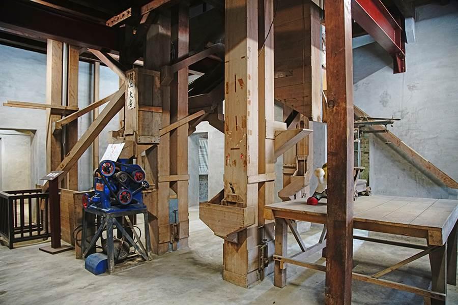 為了因應現代化動力倉儲和碾米機具的空間需求,旗山碾米廠發展出特殊的樓層柱體接續設計、樑柱節點構造。(攝影/曾信耀)