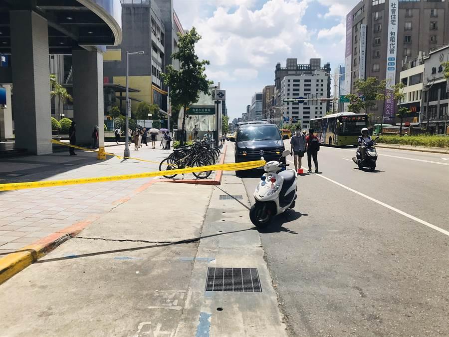 北市捷運小巨蛋出口外,驚傳女子墜樓意外。(翻攝照片/林郁平台北傳真)