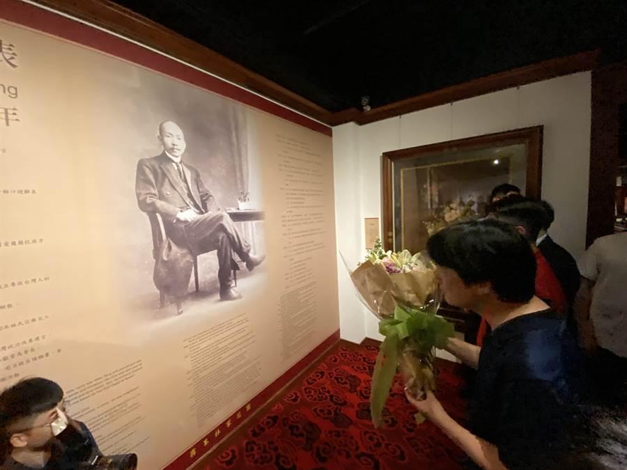 副總統賴清德感懷林獻堂,特別向林獻堂畫像獻花致敬。(盧金足攝)