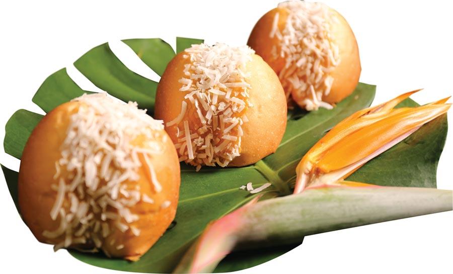 〈椰香小山丘〉造型國人不陌生,主要餡料有椰絲,以及用印尼椰糖提味的打發奶油,甜、香且口感輕盈。圖/吳寶春(麥方)店