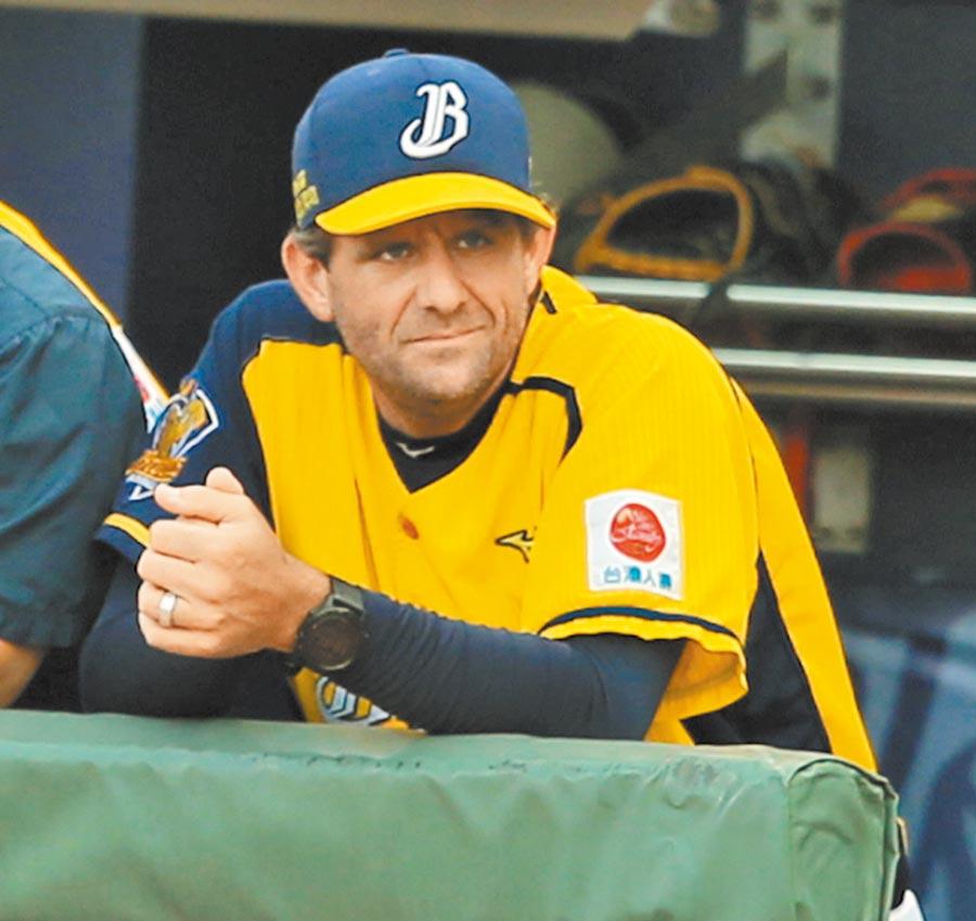 中信兄弟外籍投手教練佛斯特經常灌輸球員不要害怕失敗。(本報資料照片)