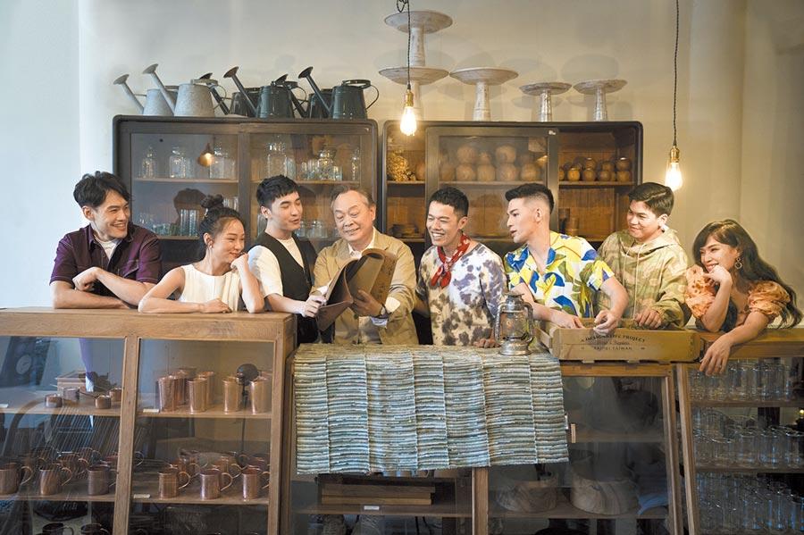 果陀劇場改編日本暢銷小說《解憂雜貨店》為舞台劇,在疫情趨緩之際,以溫暖情節讓觀眾重拾好好生活的能量。(果陀劇場提供)