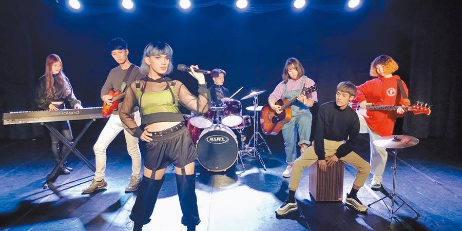 萬能科大時尚系表藝組同學成立乾麵樂團,演出受到各界好評。(萬能科技大學提供/黃婉婷桃園傳真)