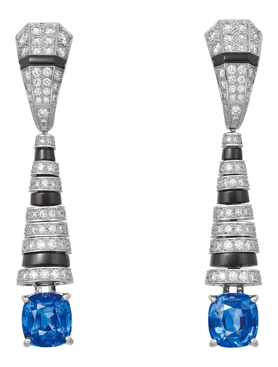 卡地亞頂級珠寶系列藍寶石耳環,890萬元。(Cartier提供)