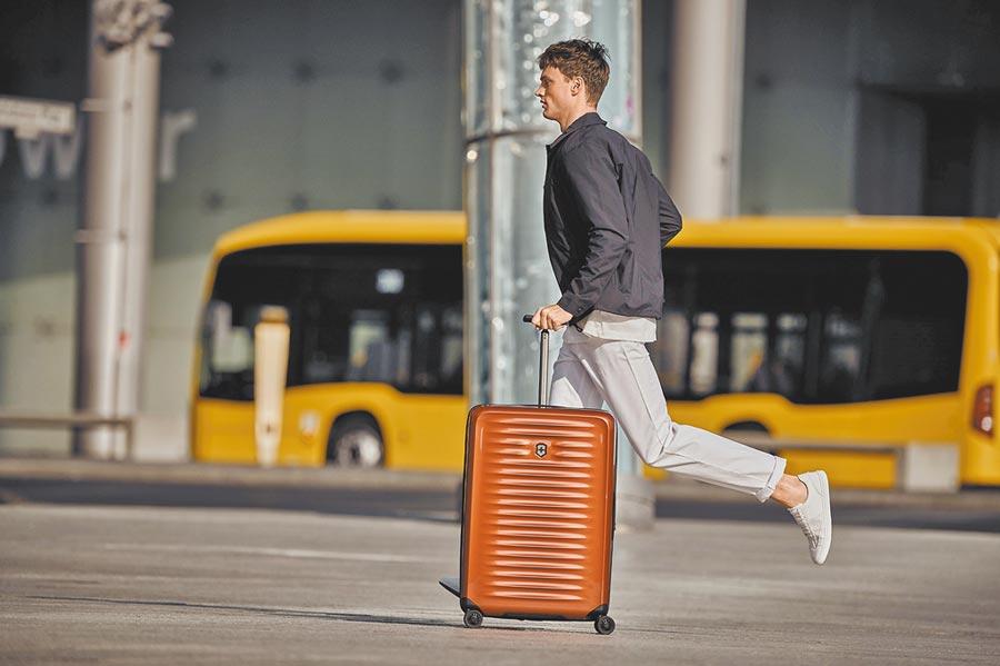 近半年全球因疫情宅在家,讓人懷念出國旅行趕搭飛機的美好時光。(Victorinox提供)
