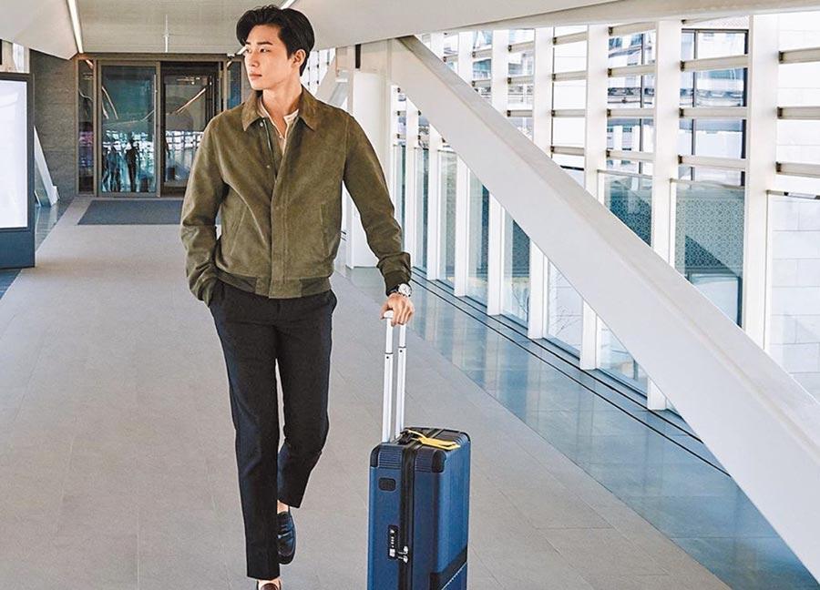 萬寶龍行李箱因為韓星朴敘俊的代言加持,全球賣到缺貨。(Montblanc提供)