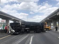 國道1五股段大貨車翻覆  南下車流回堵5公里
