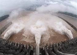 今年最大洪水通過三峽大壩   每秒6.2萬立方米
