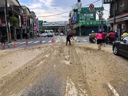 八德介壽路砂石翻覆 佔滿雙向4車道回堵嚴重