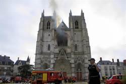 誰燒了南特大教堂?檢警審訊案發前晚鎖門工作人員