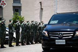 國防部:戰搜直升機飛行員犧牲自己保護同胞 不是造神
